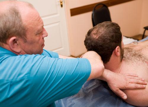 Мануальный терапевт при шейном остеохондрозе